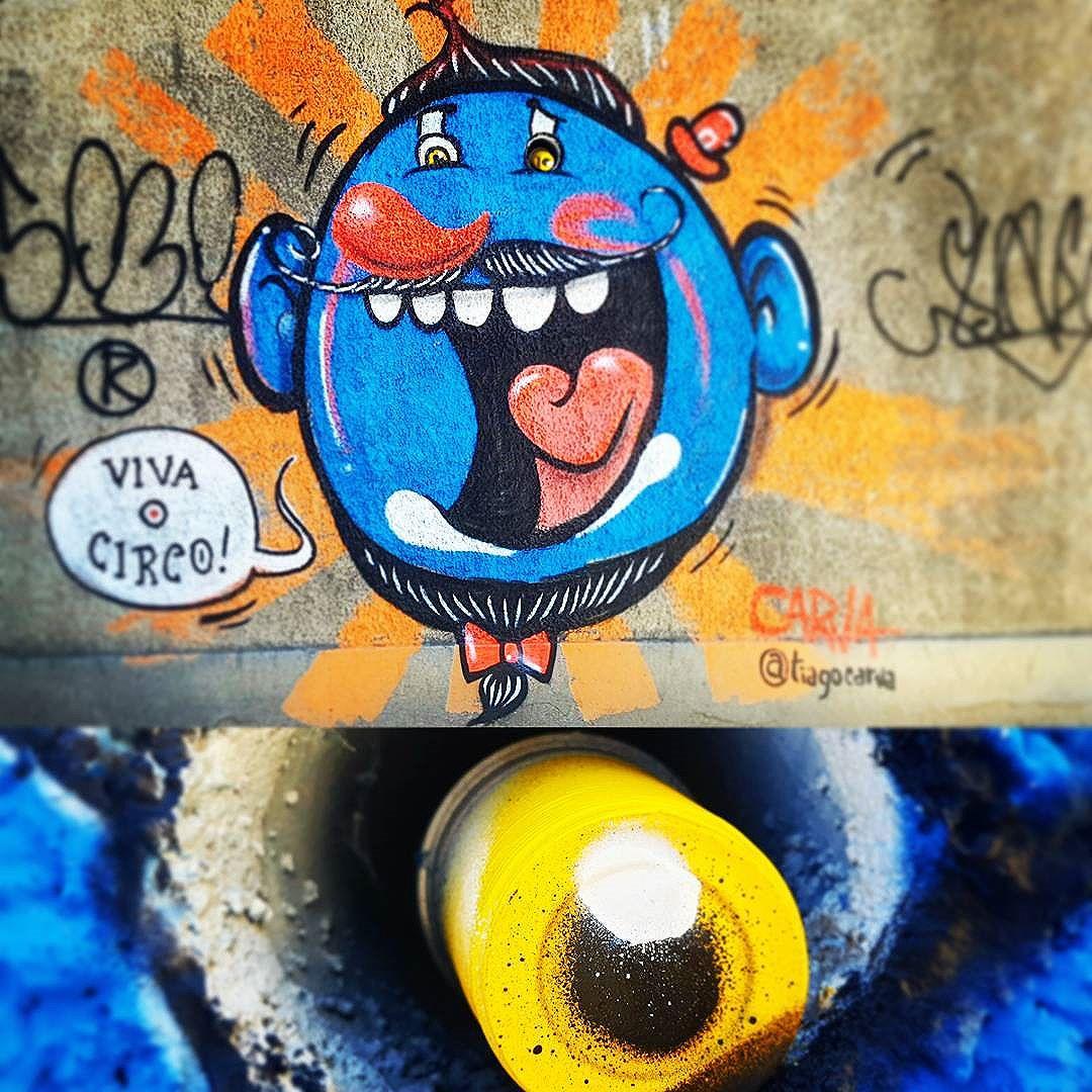 Já dizia o profeta: - Se tens um cano no meio do caminho, pinte um copo plástico e ponha no meio pra fazer o outro olho.... E viva o Circo!! #Streetartrio #grafiterio #grafiterj #urbanartrio #urbanart #streetart #clown #churumello #churumelloonthewall #blueclown #palhaço #palhaçografiteiro #circo #circus #vivaocirco