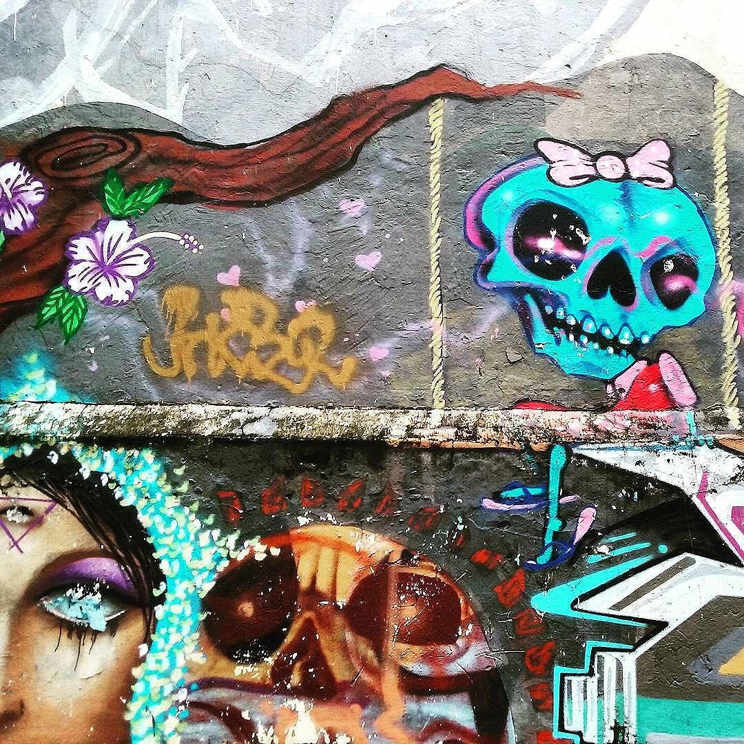 No balanço  Rua João Paulo I  Rio Comprido  #StreetArtRio  #grafittinoriodejaneiro