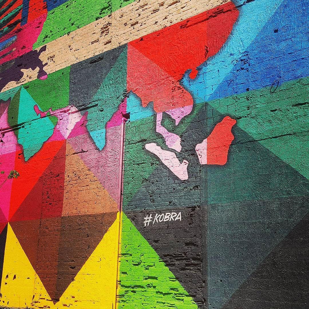 #pelasruasdoriodejaneiro #diadesol #céuazul #rioeuteamo #graffiti #art #artepelasruas #streetart #StreetArtRio #streetstyle #streetartistry #streephotography #stredowntown #muralart #urban #urbanart #kobrapaint #kobra