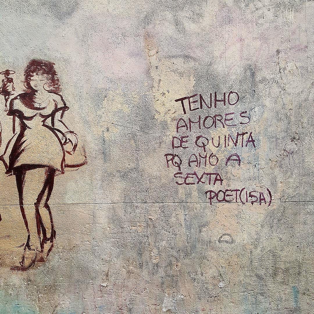 Poesia na Parede  #olharever #pelasruasdoriodejaneiro #art #pintura #graffiti #muralart #poesia #Poems #poetry  #artepelasruas #streetart #StreetArtRio #streetstyle #streetartistry #streephotography #stredowntown #urban #urbanart  #centrodacidade #downtown