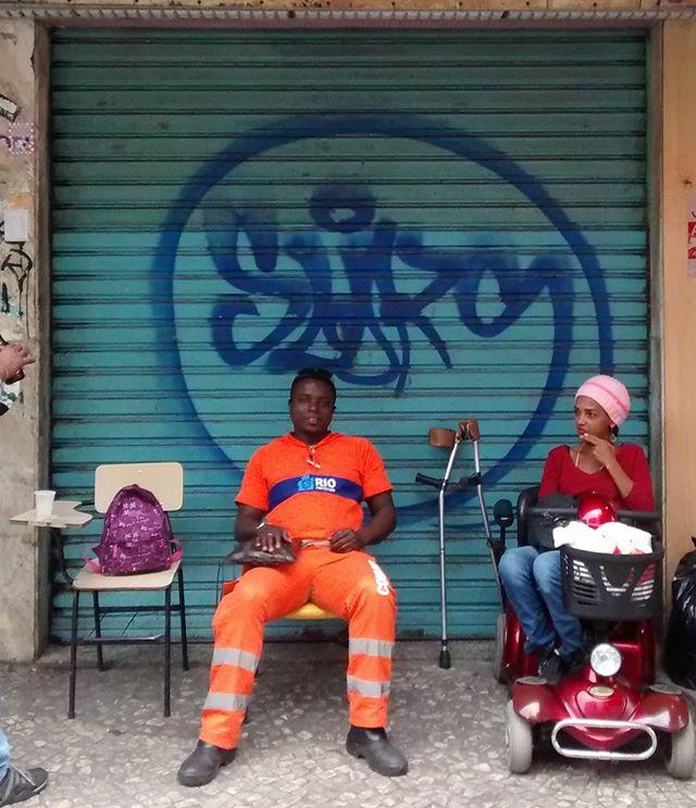 por: @rafaelsliks • #rjvandal #streetartrio #streetart #graffiti #graffitiart #art #riodejaneiro #tags #tagsandthrows #throwsup #throwsupz #bombing #bomb #grafite #artist #artoftheday #arteurbana #rj #urbanart #artederua #rua #graffitiwall #sprayart #vandal #galeriaceuaberto #olheosmuros #bombingbrasil #graffitirio #art #makeart