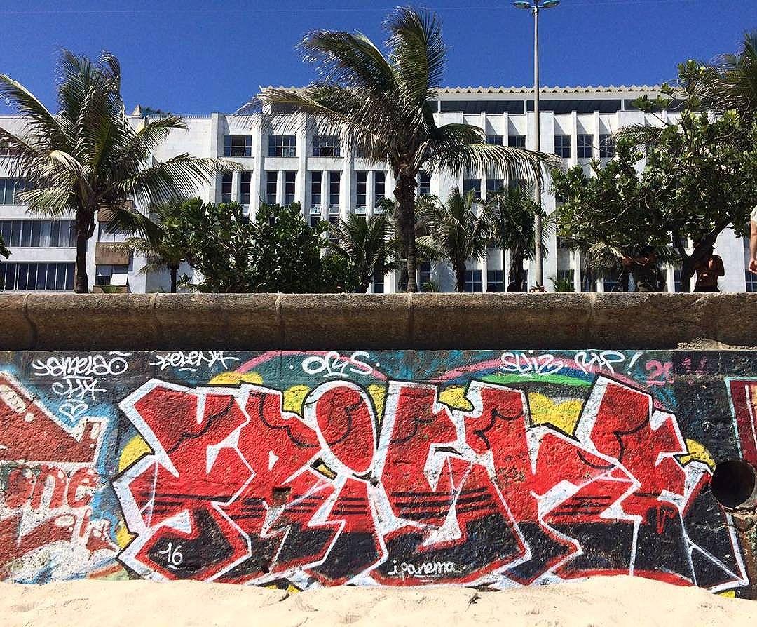 por: #frishe • #rjvandal #streetartrio #streetart #graffiti #graffitiart #art #riodejaneiro #tags #tagsandthrows #throwsup #throwsupz #bombing #bomb #grafite #artist #artoftheday #arteurbana #rj #urbanart #artederua #rua #graffitiwall #sprayart #vandal #galeriaceuaberto #olheosmuros #bombingbrasil #graffitirio #art #makeart