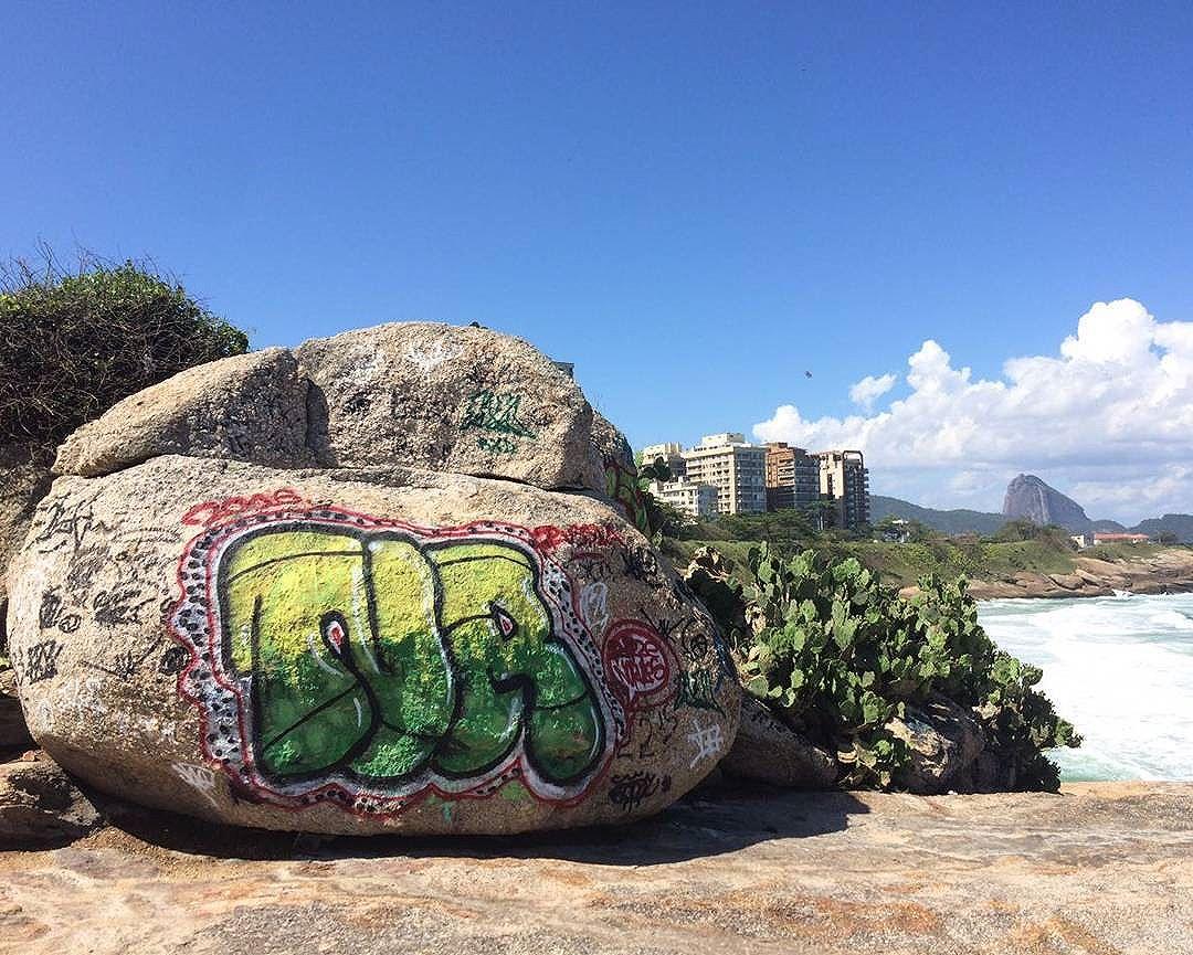 por: #nrcrew • #rjvandal #streetartrio #streetart #graffiti #graffitiart #art #riodejaneiro #tags #tagsandthrows #throwsup #throwsupz #bombing #bomb #grafite #artist #artoftheday #arteurbana #rj #urbanart #artederua #rua #graffitiwall #sprayart #vandal #galeriaceuaberto #olheosmuros #bombingbrasil #graffitirio #art #makeart