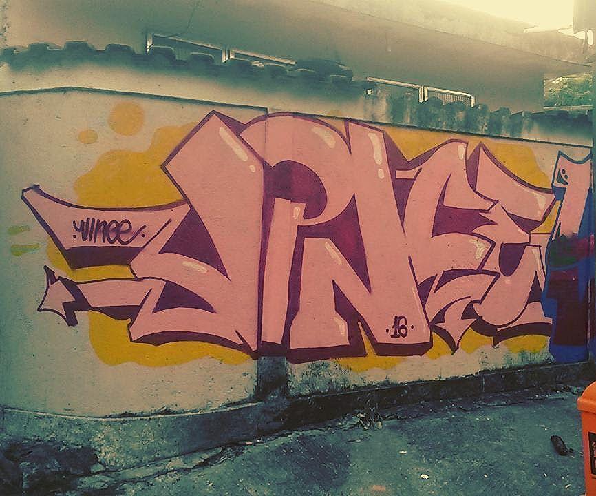 Provavelmente a última de 2016 Junto com meu mano @scorp.usc  #hortofica #graffiti #spraypaint #streetartrio #latexetraco #piece #wildstyle #letters #loveletters #colors #rjvandal #vince
