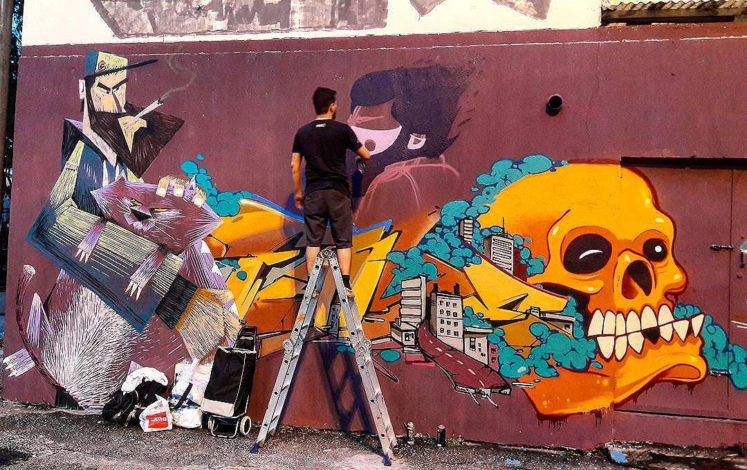 #StreetArtRio  Grafite próximo à praça São Francisco Xavier, na Tijuca.  Artistas: Cazé (@cazearte), Cash (@viniciuscarvas, pintando), Fame (@betofame) e Hans (@raphaeltorres). NRVO crew (@nrvocoletivo)  Tirada em 18/12/2016 #g021_caze #g021_cash #g021_fame #g021_hans #g021_nrvo #g021_aovivo