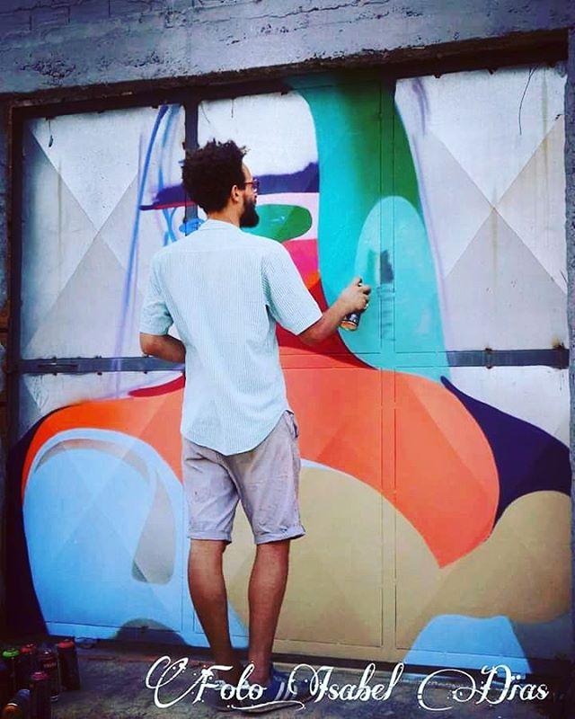 #tainancabral #streetphotography #streetphotographers #ofantasticomundodografite #wallporn #sprayart #aerosolart #be_one_urbanart #graffiti_of_our_world #streetartglobal #riodejaneiro #street_art #streetartist #streetstyle #streetartrio #graffirio #spraywall #livepainting