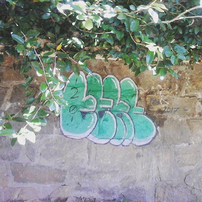 Treinando bom #graffitiartist #graffitibombs #instagraffiti #streetartrio #graffitibrasil #bomb