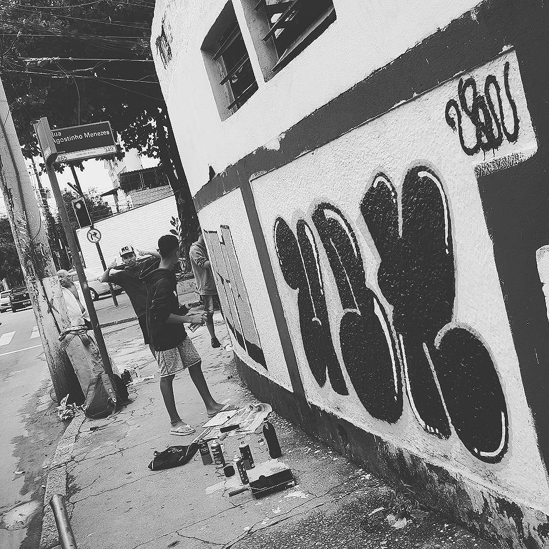 #ubn #urbonpresente #tintanaveia #cheirodetintanoar #rjtags #artederua #arteurbana #streetart #streetartrio #urbanart #instagraffiti #graffiti #grapixo #errejota #zonanorte #zonalsul #riodejaneiro #culturaderua #tatin #noucolors #montana