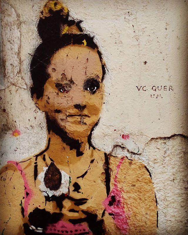 Você quer um? #palavrasachadasnarua #wordsfoundonthestreet #poesiadeparede #poesiaderua #poesia  #streetartrio #streetartistry #grafitti #arteurbanabrasil #grafittibrasil #arteurbana #streetart #streetstyle #streetwear #laranjeiras #riodejaneiro  #riodejaneiroinstagram #oqueasruasfalam #olheosmuros #murosquefalam #muros #aruafala #doce #quer