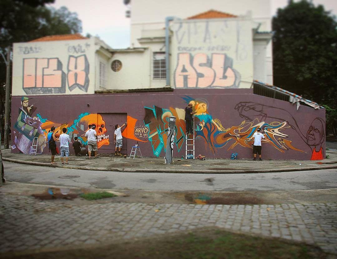 2017 Tamo ae !!! Que venha mais um ano de muita arte e amor para todos nós !  Foto: mural de fim de ano  NRVO + convidados.  #nrvo #nrvocoletivo #tijuca #zn #zonanorte #graffiti #streetart #streetartrio #tjk #tijukistão #riodejaneiro #2017 #vemcompai #beijonabocaviado