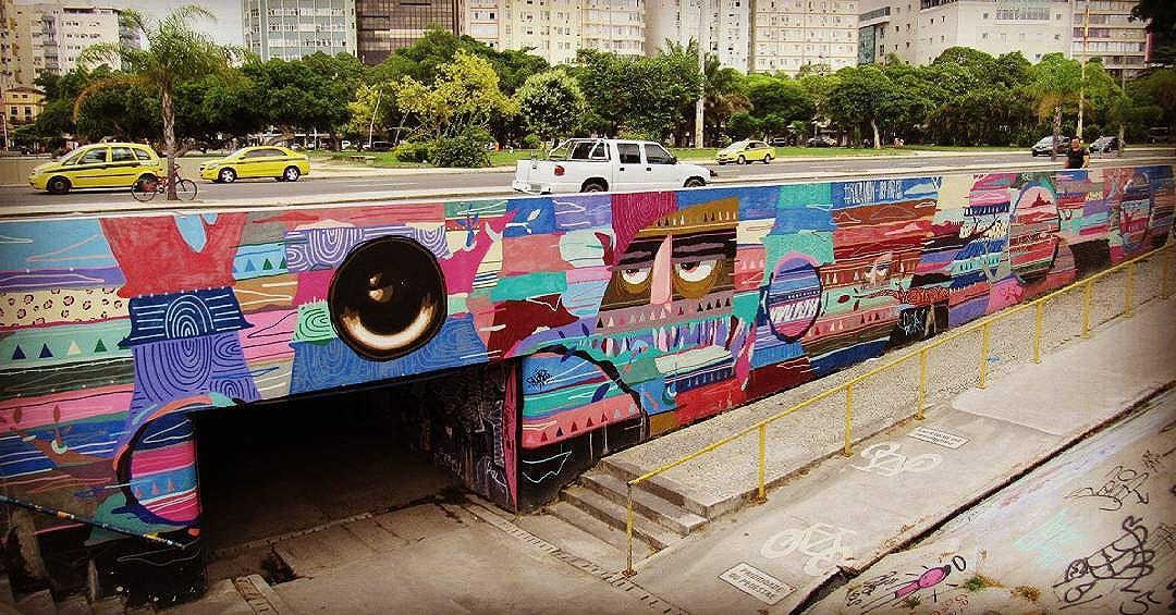 #art #streetart #streetartriodejaneiro #streetartrio #graffiti #graffitiart #instagraff #intagraffite #urbanart #grafittiéarte #streetartbrazil #graffitimundo #globalstreetart #urbangraffiti #graffitestreetart #sprayart #wallart #photograffiti #botafogoneighborhood #bairrobotafogorj #rioeuteamo #artederua #artederuarj #carioca #turistandonorio #riodejaneiro #rj #brazil