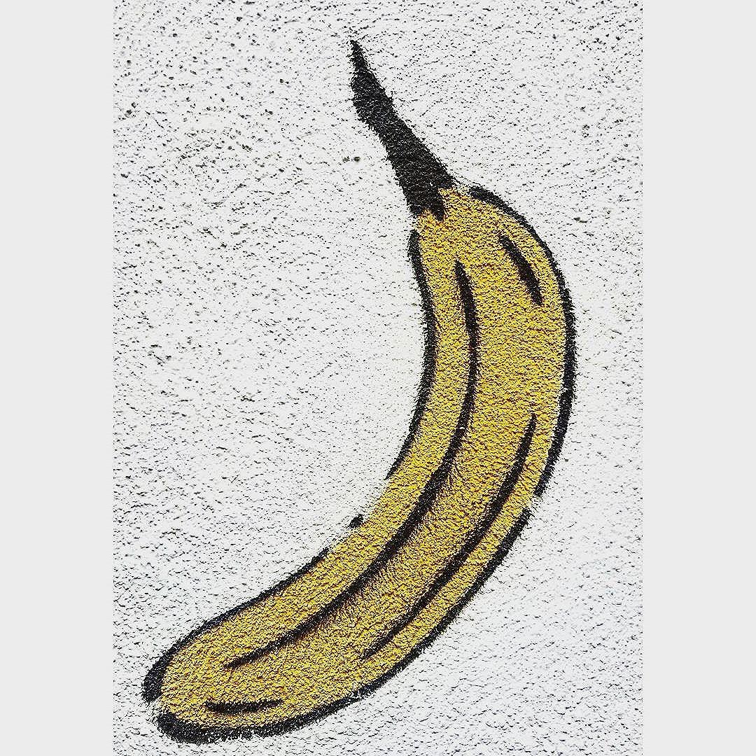 BANANA #thomasbaumgärtel #insbruck #straßenporn #austriaart #hamburg #welovestreetart #strasskunst #dosenkunst #graffiti #urbanart #urbanshit #streetartists #streetart #welovegraffiti #sprühdose #sprühdosenkunst #pasteup #berlin #bilder #streetartists #streetartrio #loveurbanart