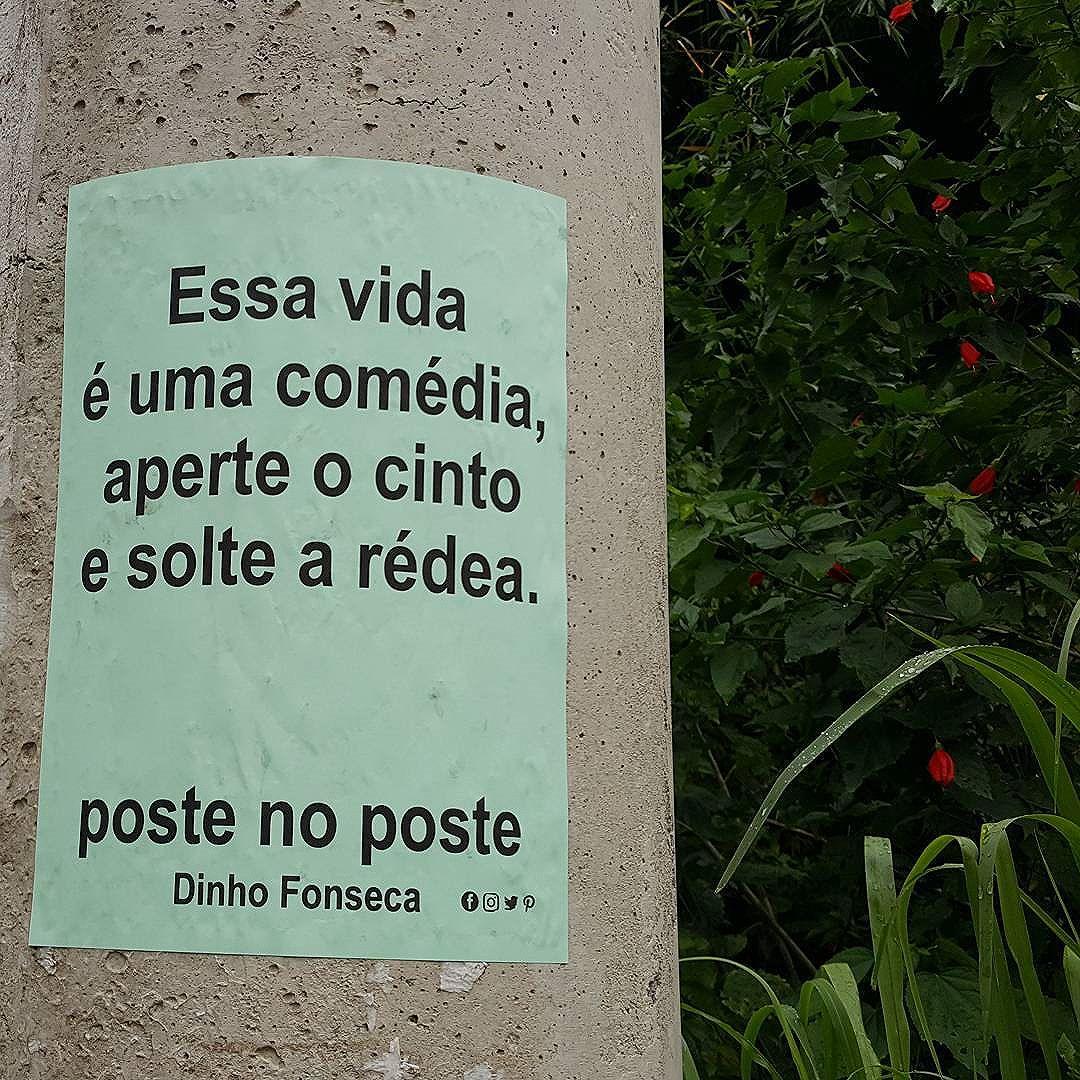 Dinho Fonseca.  APOIE A LITERATURA NACIONAL E O ESCRITOR BRASILEIRO.  Conheça meu livro VERDADE NOTURNA (Chiado Editora - 284 págs.). Adquira o seu pelos sites:  http://www.livrariacultura.com.br/p/verdade-noturna-46458076  www.chiadoeditora.com/livraria/verdade-noturna  www.easybooks.com.br/literatura-biografias-humor-e-quadrinhos/poesia/verdade-noturna/  Também em e-book e nas melhores livrarias do Brasil e de Portugal.  #poesias #poetry #poema #poemas #verso #versos #poeta #poetas #arte #arteurbana #rj #rio #streetart #original #autor #autoral #post #poste #postes #posts #frases #dinho #dinhofonseca #postenoposte #poster #originals #StreetArtRio #street #verdadenoturna #chiadoeditora