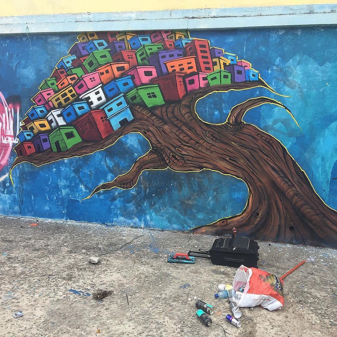 Eis que um Fruto da Favela é mais que ser!  #frutodafavela #graffiti #streetartrio #maliciaurnana #urbanart