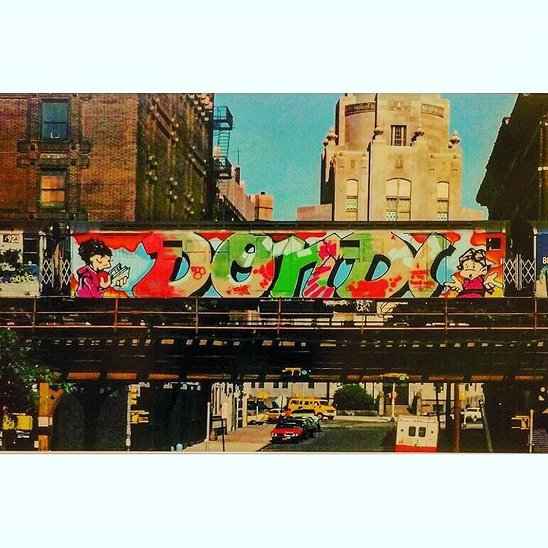 HAPPY NEW YEAR  #schanzestreetart #straßenporn #hamburg #carolinenviertel #sanktpauli #welovestreetart #strasskunst #dosenkunst #graffiti #urbanart #urbanshit #streetartists #streetart #welovegraffiti #sprühdose #sprühdosenkunst #pasteup #berlin #bilder #streetartists #streetartrio #loveurbanart