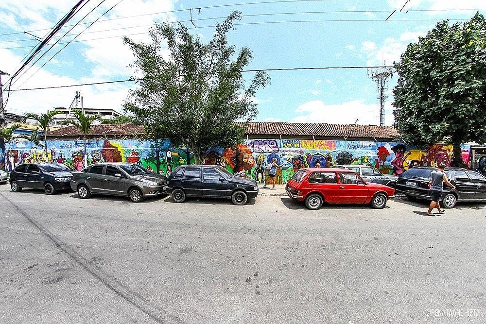 Muro da #RedeNAMI no #MOF2016  Foram aproximadamente oitenta metros quadrados dividido por vinte artistas mulheres. Foi uma experiência incrível!  #graffiti #streetart #streetartrio #arteurbana #AfroGrafiteiras #afrografiteirasnomof