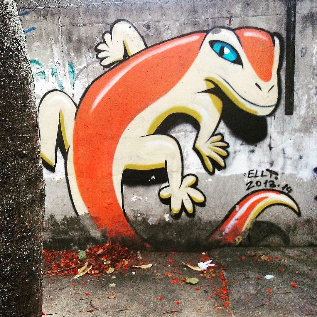 Na espreita! Rua Via Láctea Andaraí  #StreetArtRio  #grafittinoriodejaneiro