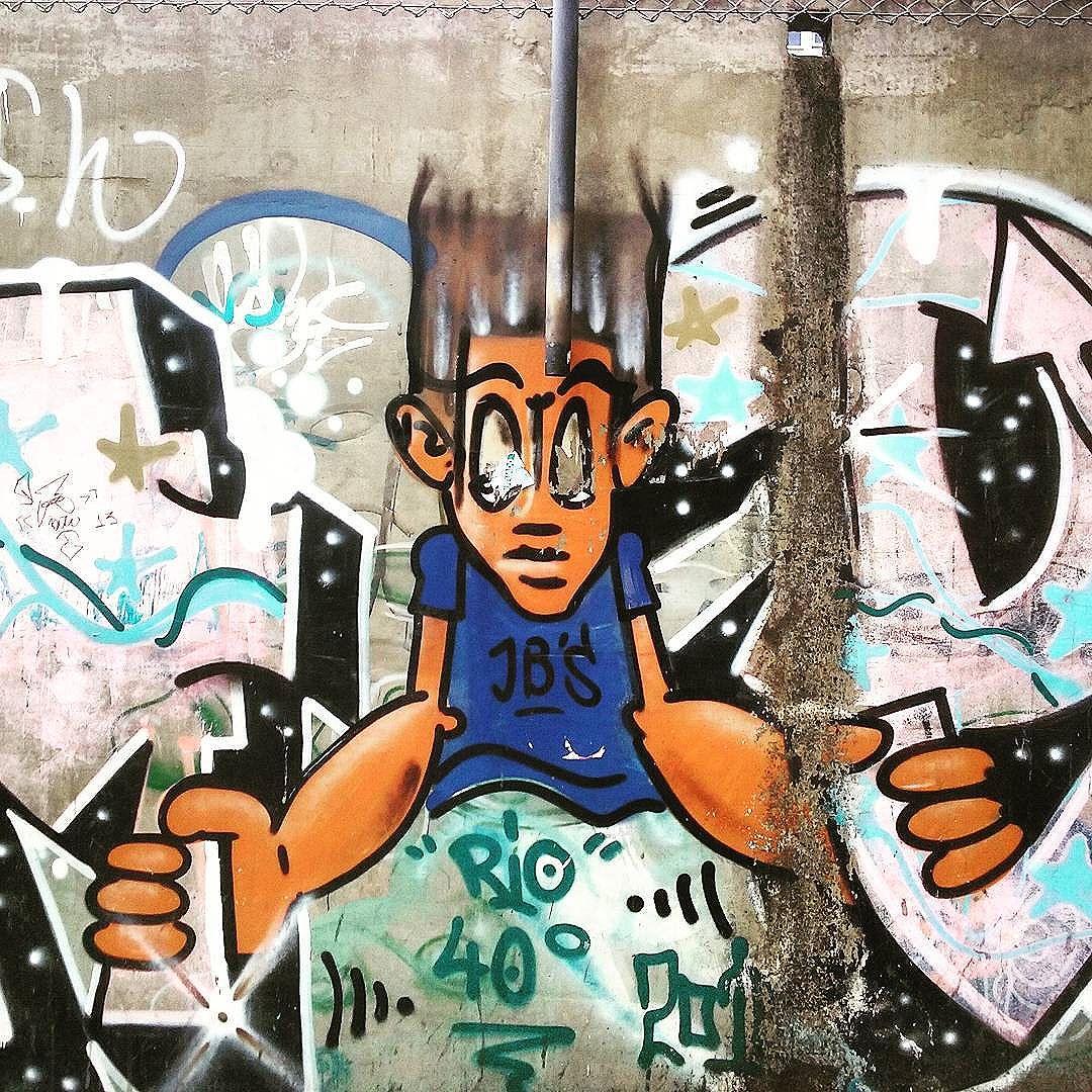 No murão tomado Rua Nossa Senhora de Lourdes  Andaraí  #StreetArtRio  #grafittinoriodejaneiro