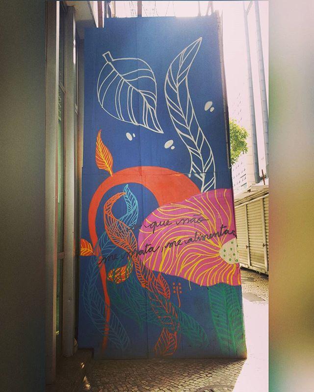 O que não me mata, me alimenta  #olharever #pelasruasdoriodejaneiro #art #artepelasruas #pintura #paint #paintart #graffiti #graffitiart #instagrafite #spray #sprayart #sprayartist # #StreetArtRio #streetstyle #streetartrio # #streephotography #mural #muralart #urban #urbanart #downtown