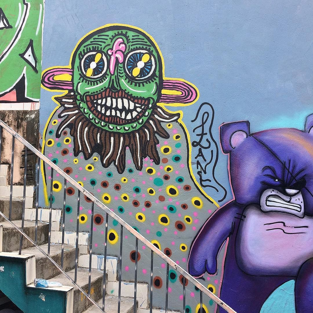 Pintura no centro de artes Animator.  #graffiti #artwork #graffitiart #urbanart #streetart #streetartrio #arte #artederua #art #spray #spraypaint #paint #painting #spraycan #uniqueart #juxtapoz #zanelicious