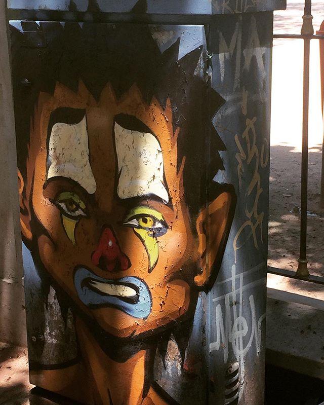 Retomando essa caixa de luz da Hanna! #meton #streetartrio #zinho