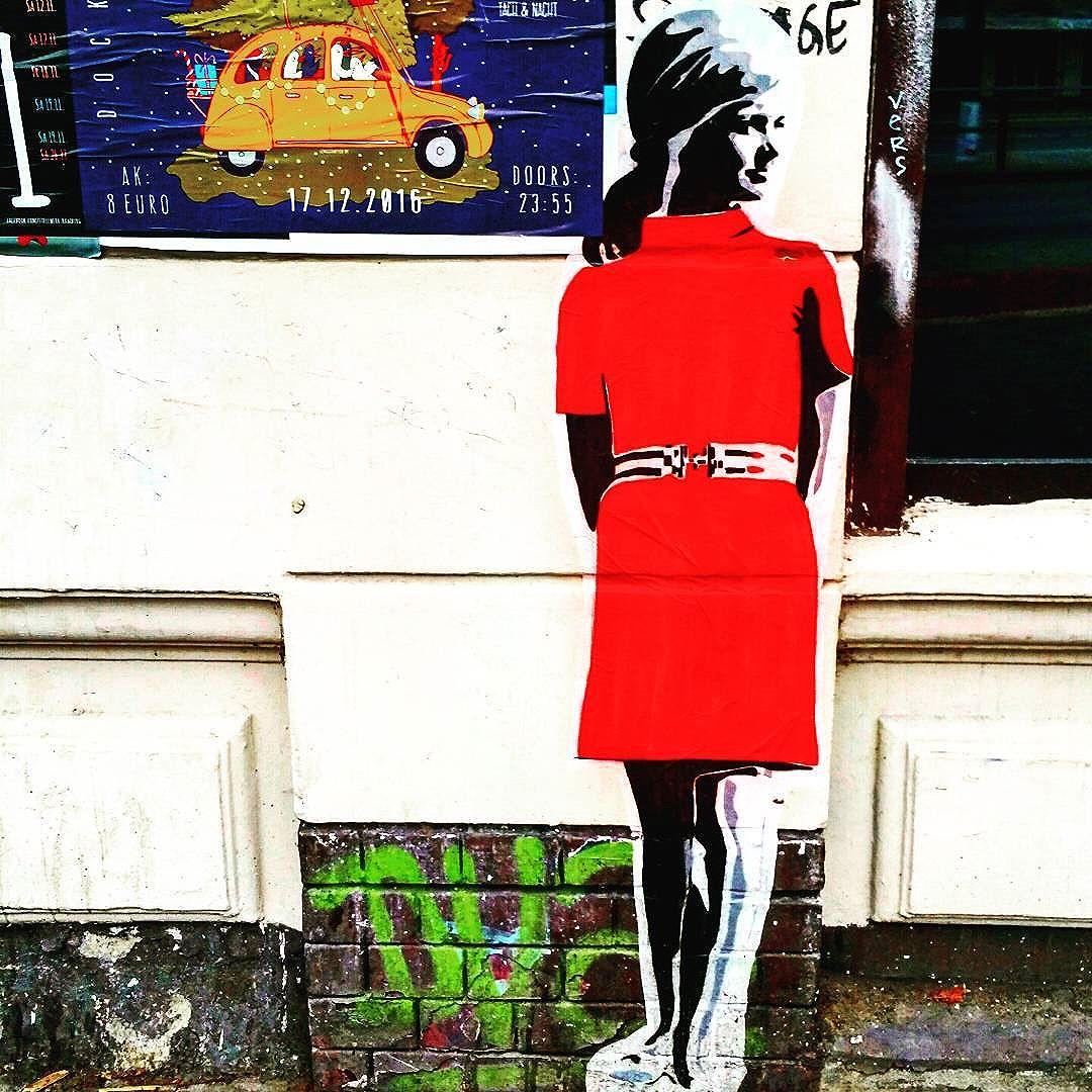 #schanzestreetart #straßenporn #hamburg #carolinenviertel #sanktpauli #welovestreetart #strasskunst #dosenkunst #graffiti #urbanart #urbanshit #streetartists #streetart #welovegraffiti #sprühdose #sprühdosenkunst #pasteup #berlin #bilder #streetartists #streetartrio #loveurbanart #loveurban #bochum