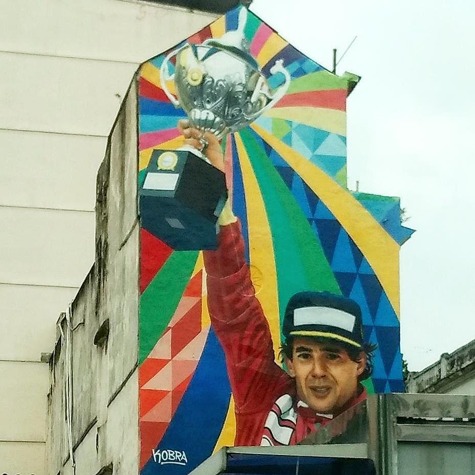 Se a gente quiser modificar alguma coisa, é pelas crianças que devemos começar. Devemos respeitar e educar nossas crianças para que o futuro das nações e do planeta seja digno. Ayrton Senna . @kobrastreetart . #kobra #streetartrio #arteurbana #artederua #rioenquadrado #rjdosmeusolhos #vivacarioquice #brstreet #brasil_photolovers #brurbanlandscape #conservacaorio #orionaoesopraia #carioquissimo #esseemeurio #riopostcard #aboutrio #riowanderland #rioiloverio #ig_riodejaneiro_ #ig_brazil #brasil_photolovers #brsports