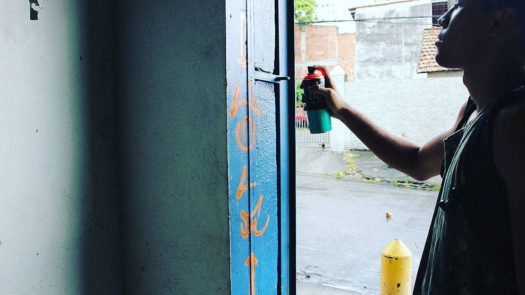 Somos apenas  uma praga q seu sistema  crio !! #calvinwolf  #wolf  #vandal  #streetart  #streetartrio  #graffiti  #instagraffiti