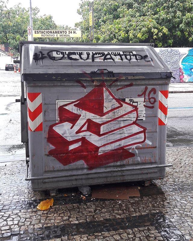 #StreetArtRio  Bomb na avenida Henrique Valadares, entre a Praça da Cruz Vermelha e a rua Ubaldino do Amaral, no Centro. Artista: Ted (@t3dsnc) Tirada em 14/01/2017 ____________________________________  Quer conhecer mais obras deste artista e de tópicos relacionados? Explore mais em: #g021_ted