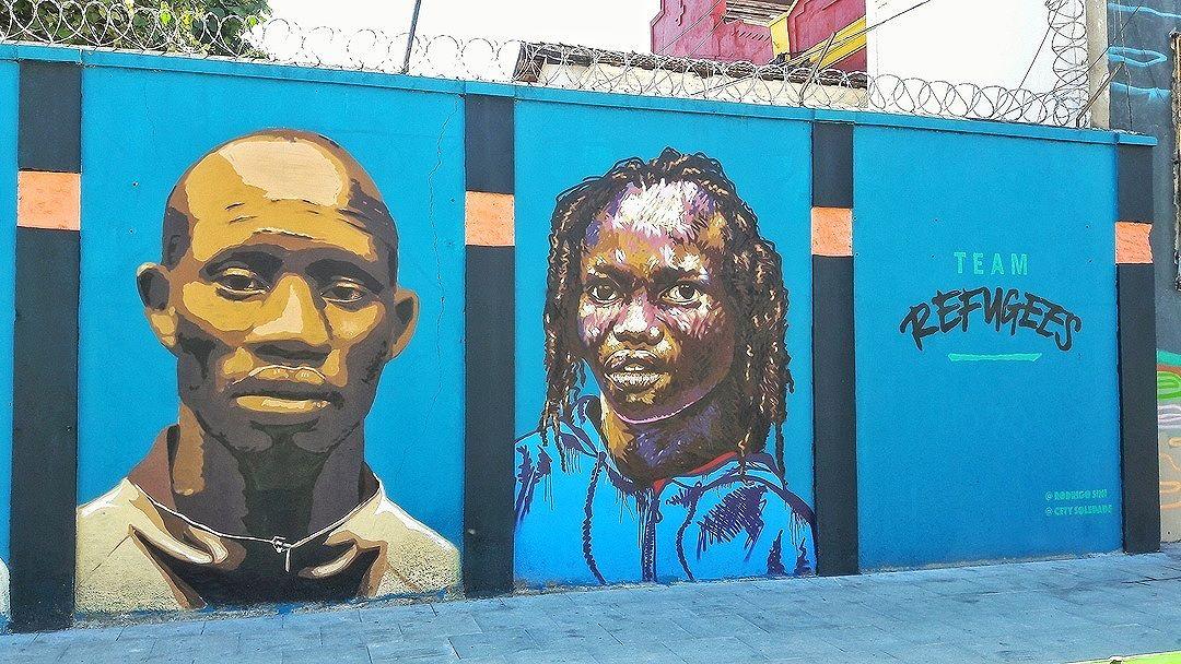 #StreetArtRio Equipe dos Refugiados da Olimpíada de 2016. Grafite no Boulevard Olímpico, na Gambôa. 3/3 Artistas: Rodrigo Sini (@rodrigosinirodrigosini) e Cety Soledade (@cetysoledade) Tirada em 26/08/2016 ____________________________________  Quer conhecer mais obras destes artistas e de tópicos relacionados? Explore mais em: #g021_rodrigosini #g021_cetysoledade
