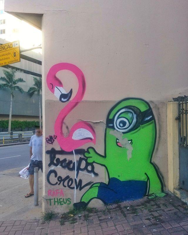 #StreetArtRio  Grafite na Avenida Maracanã, próximo à esquina com a rua Baltazar Lisboa, na Tijuca. Artistas: Rafa (@rafaelgeraldo) e Theus (@matheusveiga1) Trapa Crew (@trapa_crew) Tirada em 27/03/2016 ____________________________________  Quer conhecer mais obras destes artistas e de tópicos relacionados? Explore mais em: #g021_rafa #g021_theus #g021_trapacrew