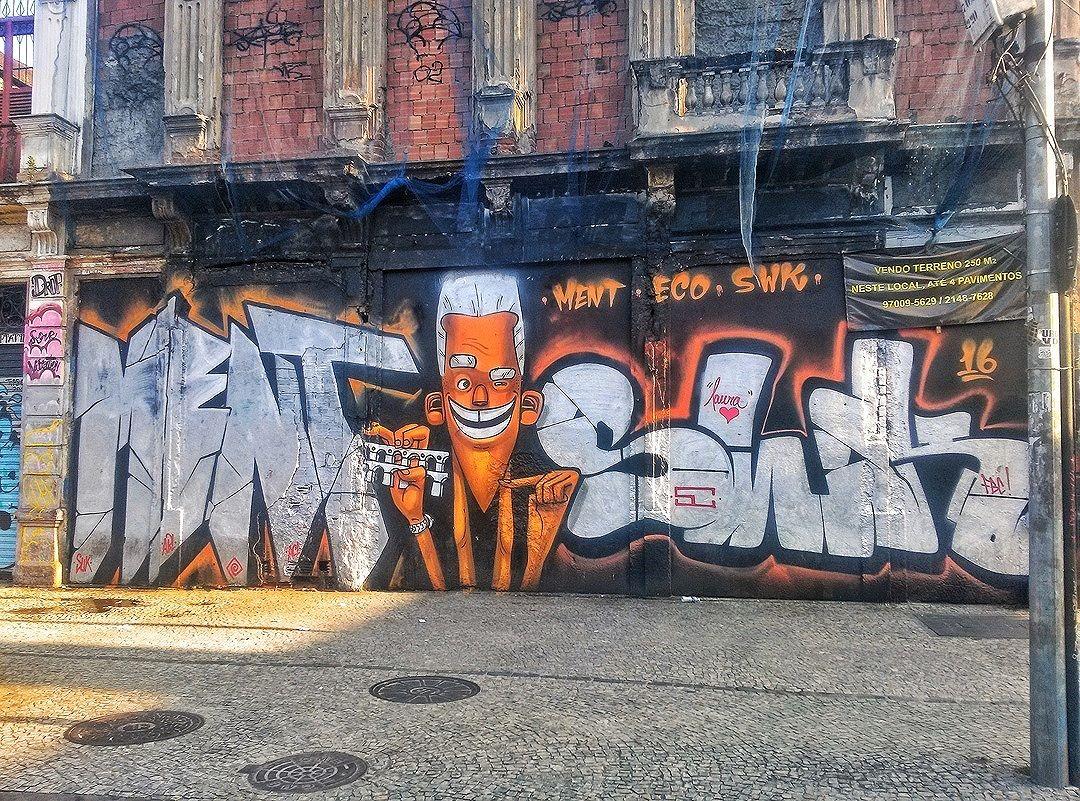 #StreetArtRio  Grafite na esquina da Avenida Mem de Sá com a rua Evaristo da Veiga, na Lapa. Artistas: Ment (@marceloment), Eco (@marceloeco) e SWK (@marcioswk) Tirada em 02/04/2016 ____________________________________  Quer conhecer mais obras destes artistas e de tópicos relacionados? Explore mais em: #g021_ment #g021_eco #g021_swk