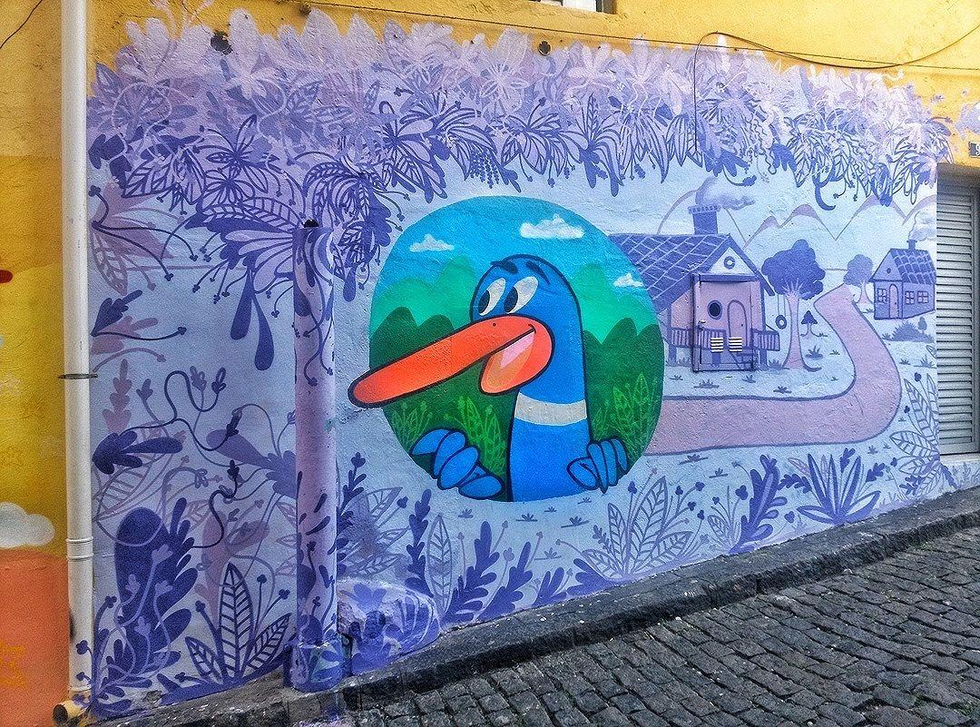 #StreetArtRio  Grafite na Ladeira do Castro, em Santa Teresa. Artista: Matheus Pato (@matheus__pato) Tirada em 02/04/2016 ____________________________________  Quer conhecer mais obras deste artista e de tópicos relacionados? Explore mais em: #g021_matheuspato