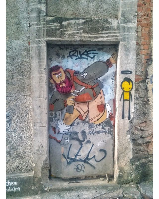 #StreetArtRio  Grafite na Ladeira do Castro, em Santa Teresa. Artistas: Cazé (@cazearte) e Wark da Rocinha (@warkrocinha) Tirada em 02/04/2016 ____________________________________  Quer conhecer mais obras destes artistas e de tópicos relacionados? Explore mais em: #g021_caze #g021_wark