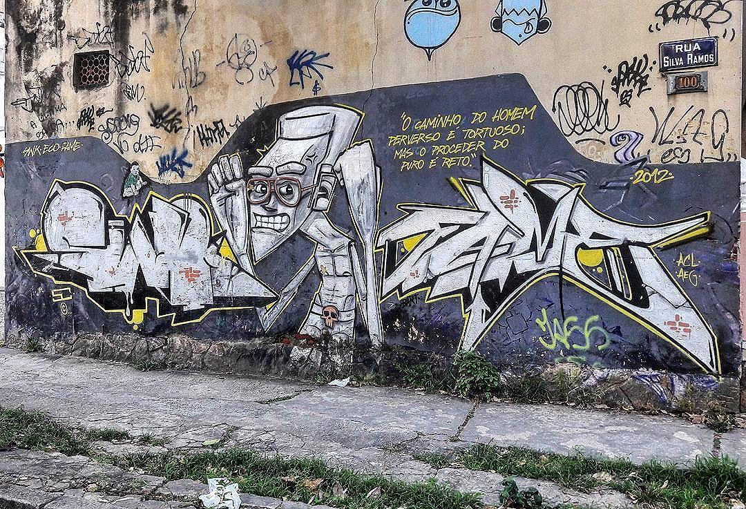 #StreetArtRio  Grafite na rua Silva Ramos, próximo à esquina com a avenida Heitor Beltrão, na Tijuca.  Artistas: SWK (@marcioswk), Remela (@remelattk), Eco (@marceloeco) e Fame (@betofame)  Tirada em 08/01/2017 ________________________________________________  Quer conhecer mais obras destes artistas e de tópicos relacionados? Explore mais em: #g021_swk #g021_remela #g021_eco #g021_fame #g021_stencil