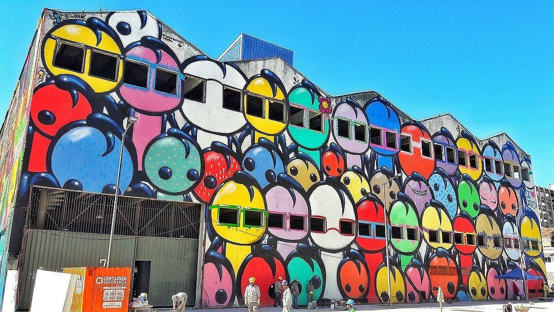 #StreetArtRio  Grafite no Boulevard Olímpico, na rua Souza e Silva, próximo à esquina com a avenida Rodrigues Alves, na Gambôa. Artista: Wark da Rocinha (@warkrocinha) Tirada em 26/08/2016 ____________________________________  Quer conhecer mais obras deste artista e de tópicos relacionados? Explore mais em: #g021_wark