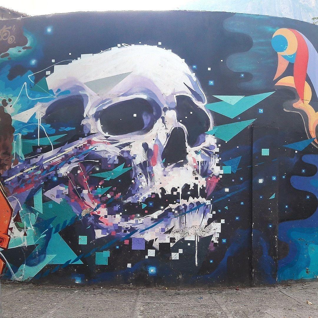 #StreetArtRio  Grafite nos muros do CAp UFRJ, na esquina da rua Batista da Costa com a Avenida Borges de Medeiros, na Lagoa. Artistas: Bragga (@6ra99a) e Piá (@pia_malingua) Tirada em 06/09/2016 ____________________________________  Quer conhecer mais obras destes artistas e de tópicos relacionados? Explore mais em: #g021_bragga #g021_pia