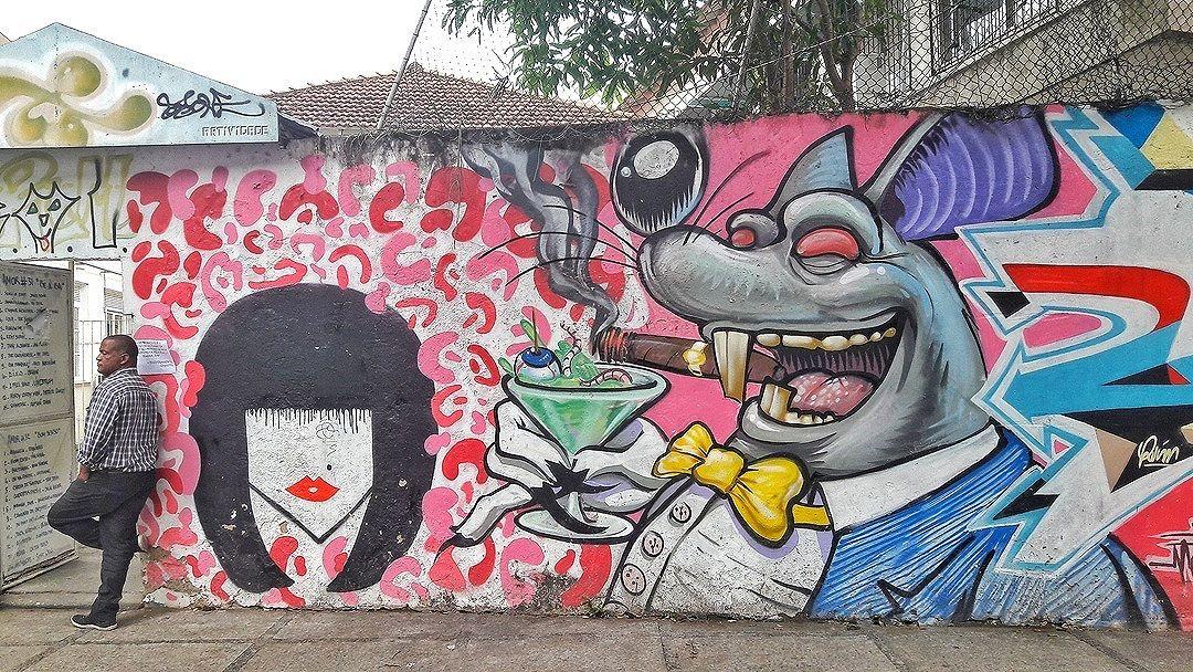 #StreetArtRio Grafite nos muros do CAp UFRJ, na Lagoa. Artistas:André Cymbalista/Aurore Meyer-Mahieu (@andrecymbalista),Talitha Rossi (@talitharossi) e Meton (@meton.joffily)Tirada em 06/09/2016 ____________________________________  Quer conhecer mais obras destes artistas e de tópicos relacionados? Explore mais em: #g021_andrecymbalista #g021_pichacao #g021_talitharossi #g021_meton #g021_grafiteiras