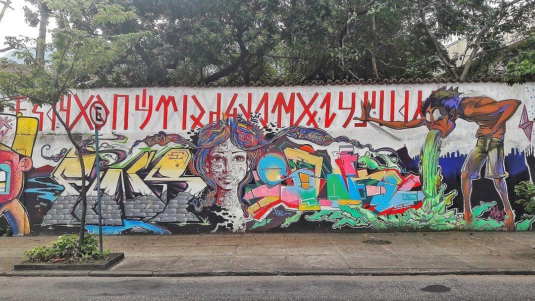 #StreetArtRio  Grafite nos muros do CAp UFRJ, na Lagoa. Artistas: Joana Cesar (@joanacesar), Jou (@marcelojou), Ment (@marceloment), SWK (@marcioswk) e Meton (@meton.joffily). Tirada em 06/09/2016 ____________________________________  Quer conhecer mais obras destes artistas e de tópicos relacionados? Explore mais em: #g021_joanacesar #g021_jou #g021_fins #g021_ment #g021_swk #g021_meton #g021_grafiteiras