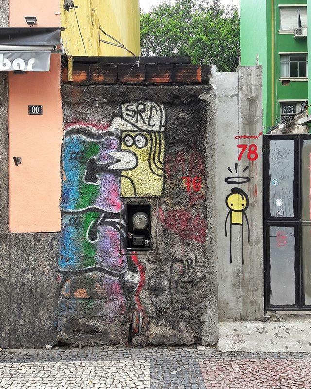 #StreetArtRio Grafites na avenida Mem de Sá, próximo à esquina com a Rua do Lavradio, na Lapa. Artistas: SRC (@searc_src) e Wark da Rocinha (@warkrocinha) Tirada em 14/01/2017 ____________________________________  Quer conhecer mais obras destes artistas e de tópicos relacionados? Explore mais em: #g021_src #g021_wark