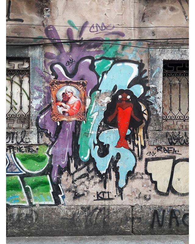 #StreetArtRio  Lambe-lambes na Rua do Catete, próximo à esquina com a rua Artur Bernardes, no Flamengo. Artistas: Alberto Pereira (@albertopereira) e Nabru (@nabru0) Tirada em 16/11/2016 ____________________________________  Quer conhecer mais obras destes artistas e de tópicos relacionados? Explore mais em: #g021_albertopereira #g021_nabru #g021_grafiteiras #g021_lambelambe