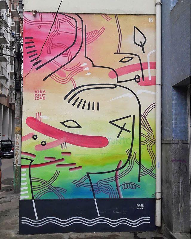 #StreetArtRio  Pintura na Rua dos Inválidos, próximo ao entroncamento com a avenida Mem de Sá e a Rua do Rezende. Artista: Vida One Love (@vidaonelove) Tirada em 14/01/2017 ____________________________________  Quer conhecer mais obras deste artista e de tópicos relacionados? Explore mais em: #g021_vidaonelove