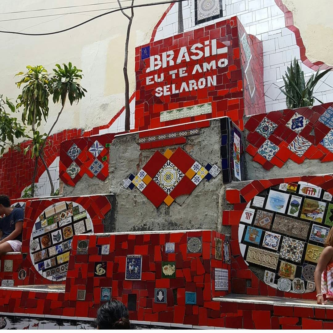 Wall tiles -  Escadaria Selarón é obra do artista chileno Jorge Selarón.  #olharever #pelasruasdoriodejaneiro #art #artepelasruas #tiles #walltiles #streetartverywhere #streetartlovers #instagrafite  #streetartrio #StreetArtRio #streetartofficial #streetstyle #streetartistry #streephotography #urban #urbanart #urbanstreetart #mural #muralart #instagood #instagramphoto # #riodejaneiro #rioeuteamo #rio #rj #errejota #brasil