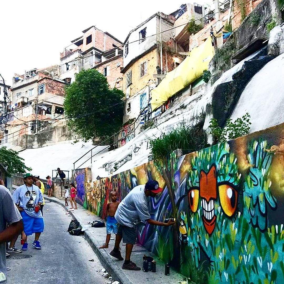 5ORIGINAL DA RUA. ORIGINAL DO RIO. A ARTE URBANA VIVE. ANTIGOS & ATUAIS. ALÉM DOS MUROS. NADA MUDA NOSSA CONDUTA.  #5estrelas #terrordorio #pixacaocarioca #pixadores #vandals #underground #uniaodetribos #alemdosmuros #antigoseatuais #originaldarua #streetartrio #urbanart #vyvah #bondedovuca #vandalismo #xrf #pixo #xarpi #rap #graffiti #fivestars #tudo5 #midia #tag #culturaderua #rj #021 #brasil
