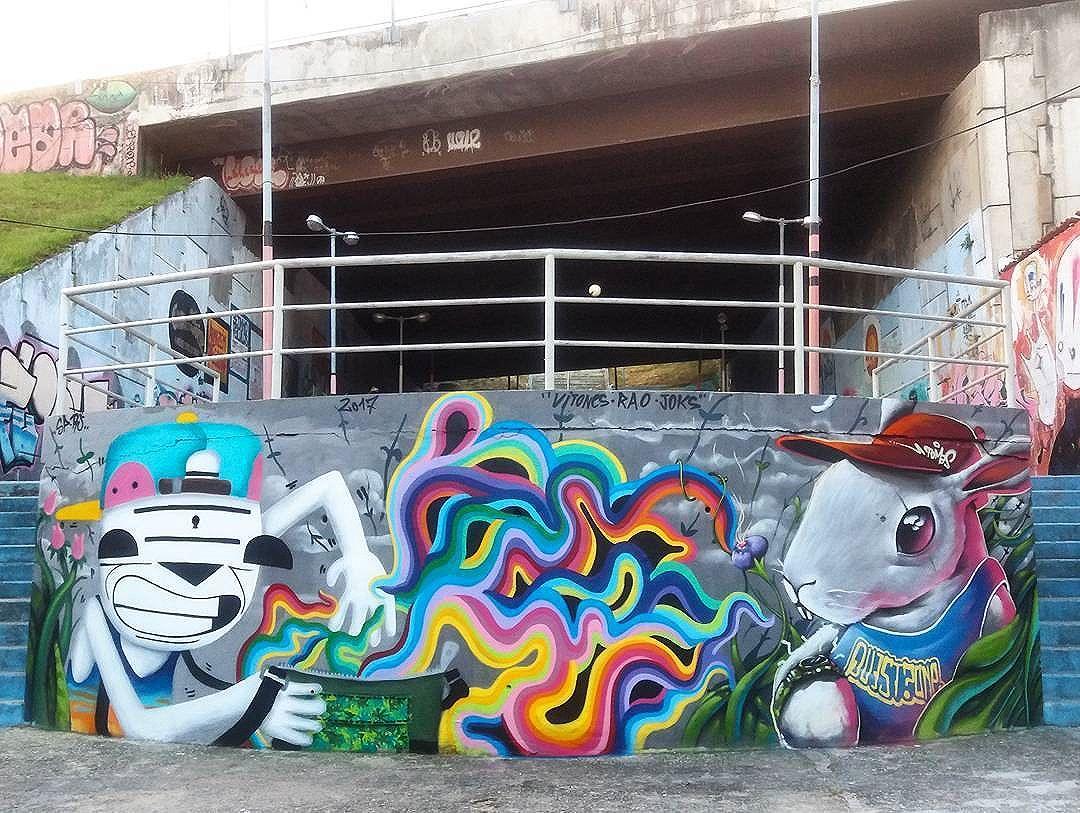 @_vitones + @raogabriel +@joks_johnes in Rio de Janeiro, Brasil. #vitones #raogabriel #joksjohnes #joks #riostreetart #streetartrio #streetartrj #graffitirio #graffitirj #streetartbrazil #streetartbrasil #streetartbr #brazilstreetart #graffitibrasil #brasilgraffiti #brazilgraffiti #graffitibrazil #streetart #urbanart #graffiti #wallart #graffitiart #wallpainting #muralpainting #artederua #arteurbana #muralart #graffitiwall #graffitiartist #streetarteverywhere