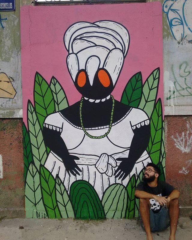A baiana vem aqui representar a minha mãe e todas as mães desse nosso subúrbio amado, Mãe daquelas que tem a missão de criar seus filhos em um rio cheio de estatísticas. Bem, essa é pra vocês, guerreiras, donas do maior amor do mundo, sonhadoras, persistentes e que muitas vezes são mães e pais #amor #mae #graffiti #streetart #artdecor #arteurbana #streetartrio #art #sprayart  #artwork #interiordesign #mural #muralism #designdeinteriores #brazilianart #graffitirj #rua #riodejaneiro #rj #afro #murals #muralsdaily