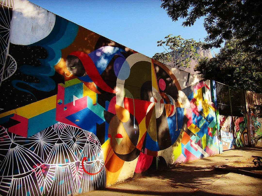 #art #streetart #streetartriodejaneiro #streetartrio #graffiti #graffitiart #instagraff #intagraffite #urbanart #streetartbrazil #graffitimundo #globalstreetart #urbangraffiti #graffitestreetart #sprayart #wallart #photograffiti #lagoariodejaneiro #artederua #artederuarj #carioca #urbanlandscape #cristoredentor #riodejaneiro #brazil