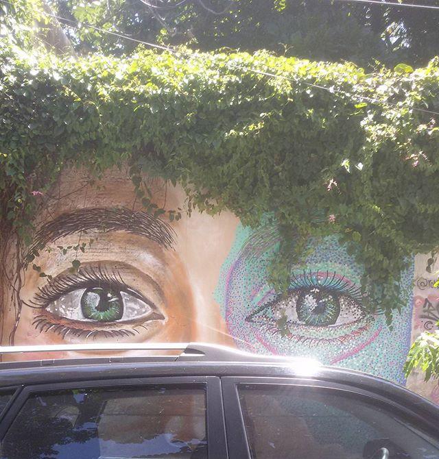 Cabelos ao sol... Parte da última pintura.  #romastreetart #romagraffiti #streetartrio  #streetart  #graffiti #spraypaint #instaart #pontilhism #pontilhismo