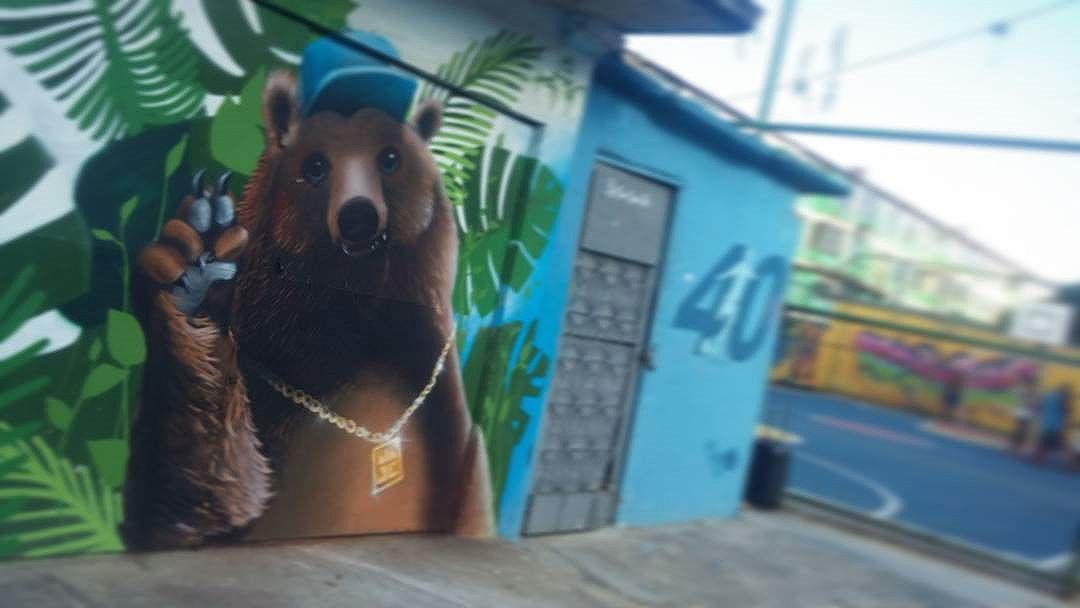 Chaaaaama!! Bangu city no seus intensos 47graus...há! Prestigiando o amigo Leandro Raios. Mais uma vez, parabens camarada!  #ZO #graffiti #Bangu #errejota #streetartrio #zonaoeste #graffiticarioca #arteurbana #artederua #urso #bear  #JC #serva #gilfaria #gilzin