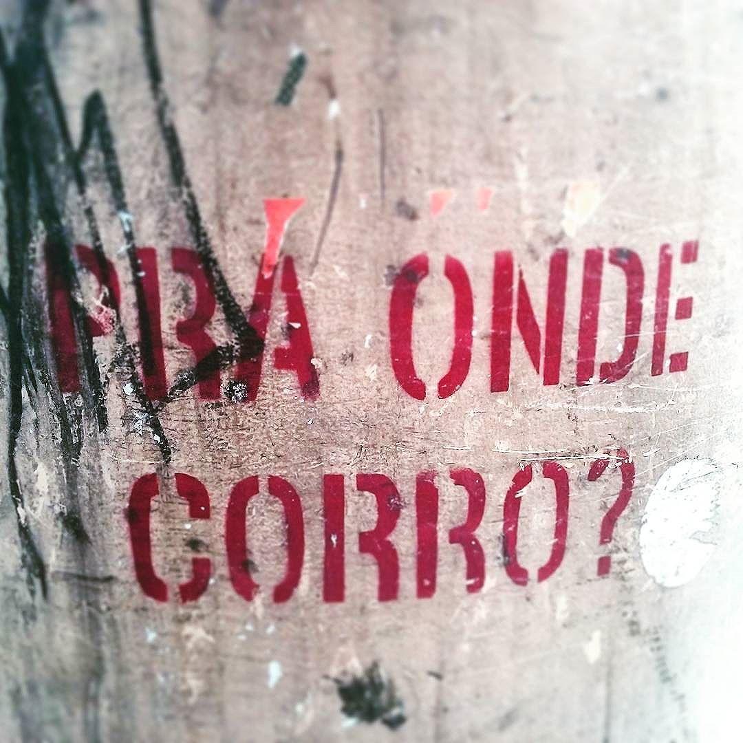 Dúvida de uma coluna da Rua do Catete #StreetArtRio  #grafittinoriodejaneiro  #stencil